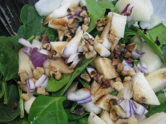 Spinach Pear Salad with Balsamic Vinegar