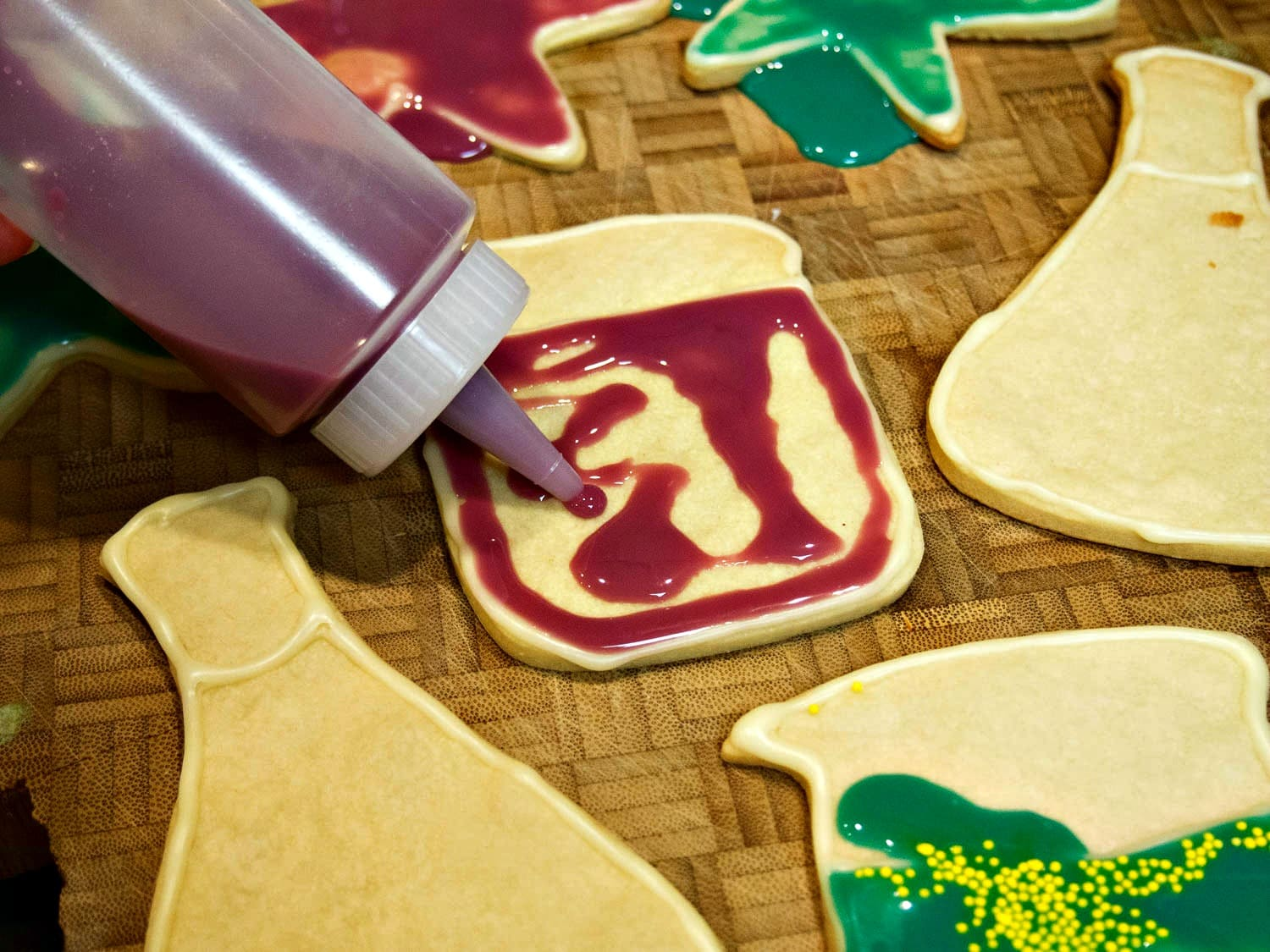 These Chemistry Cookies are adorable! Perfect for a science birthday party or just sharing your love of science with friends.