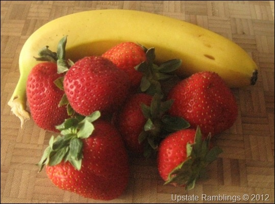 bananas and strawberries for smoothie