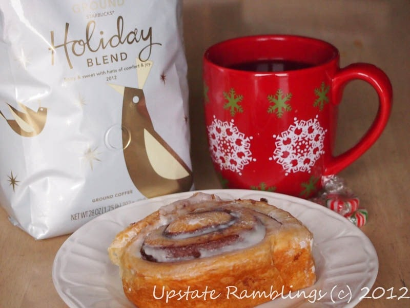 Celebrating National Pastry Day with Starbucks Holiday Blend #DeliciousPairings