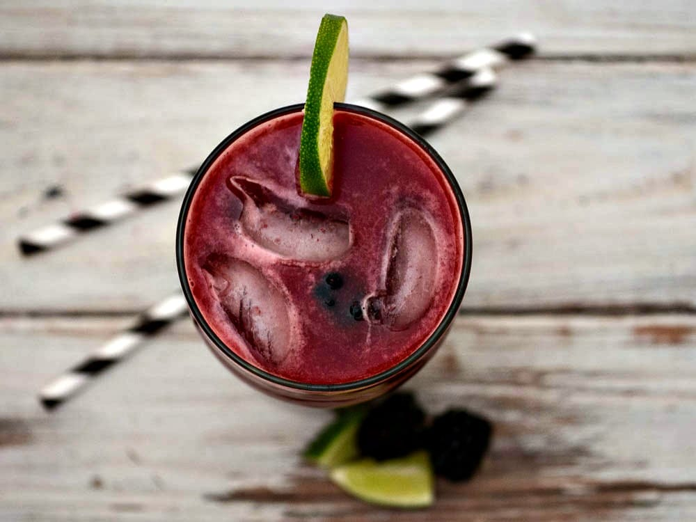 How to make limeade with fresh limes and blackberries