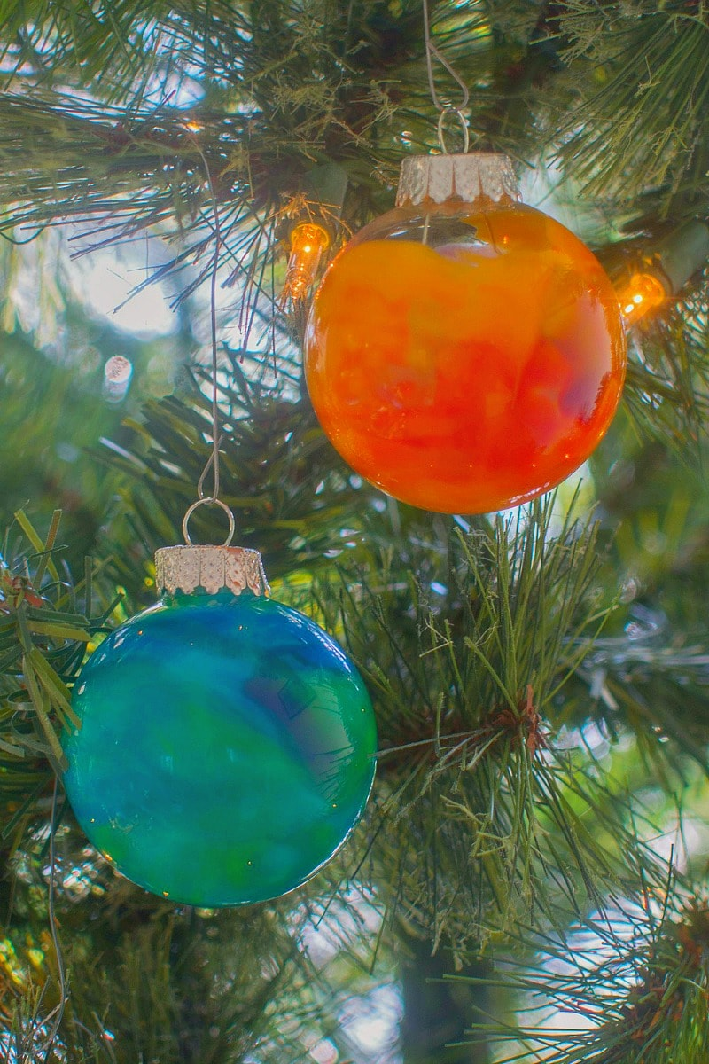 melted crayon glass ornaments - a great DIY homemade holiday present