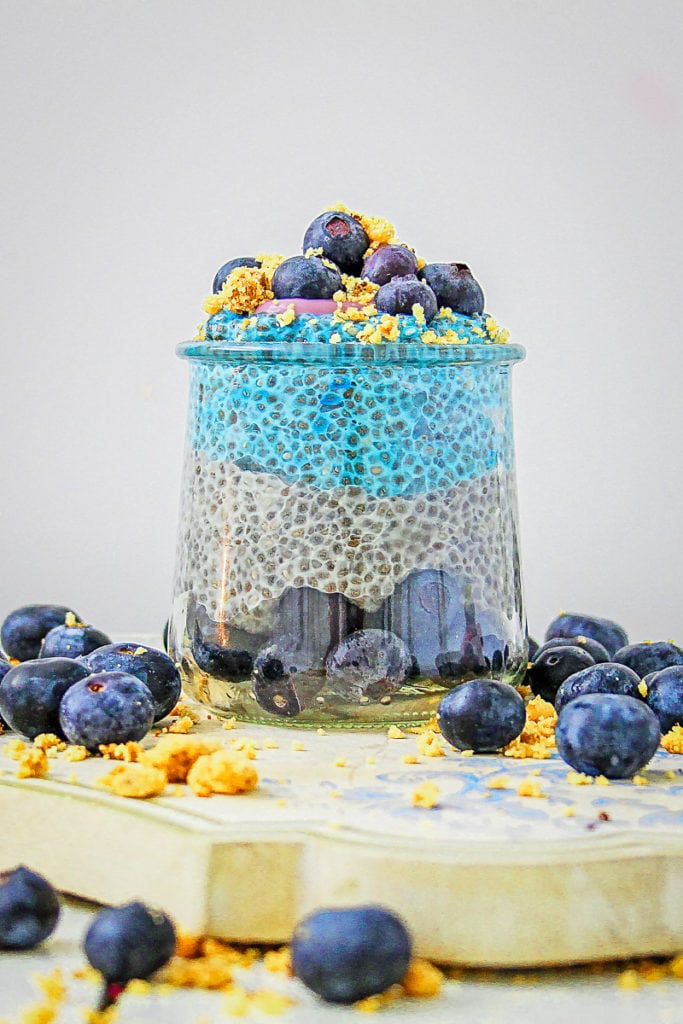 All the flavor of a blueberry muffin in a healthy and low carb pudding. The fresh taste of summer blueberries combines blue spirulina powder and chia seeds for a pretty treat that is packed with super foods. Perfect for breakfast, dessert or a snack! #chia #chiaseed #chiapudding #blueberries